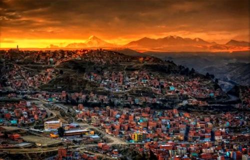 Chesterton: Dios no nos ha dado los colores en el lienzo, sino en la paleta. Atardecer en La Paz, Bolivia. Pedro Szekely.