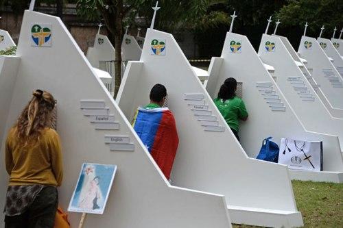 Confesonarios en la JMJ de Río de Janeiro, en 2013. Panorama móvil.