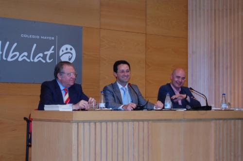 Jaime Siles, Tomás Baviera y José Manuel Mora en el acto de presentación de ' Pensar con Chesterton'