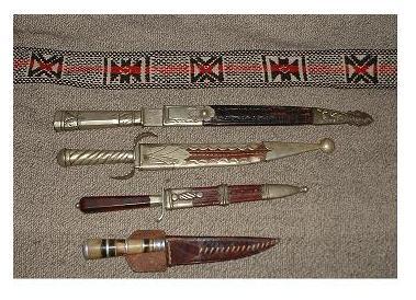 En este texto, Chesterton utiliza la comparación entre cuchillos. Foto: cuchillos criollos argentinos. lagazeta.com.ar