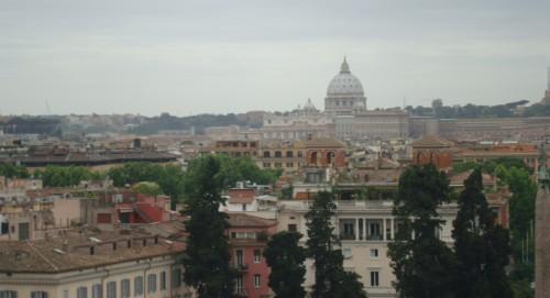 Vista de la Basílica de San Pedro, desde la iglesia de la Trinità dei Monti. Esta visión inspiró a GK a ver a Roma como ciudad de valles y tumbas abiertas.